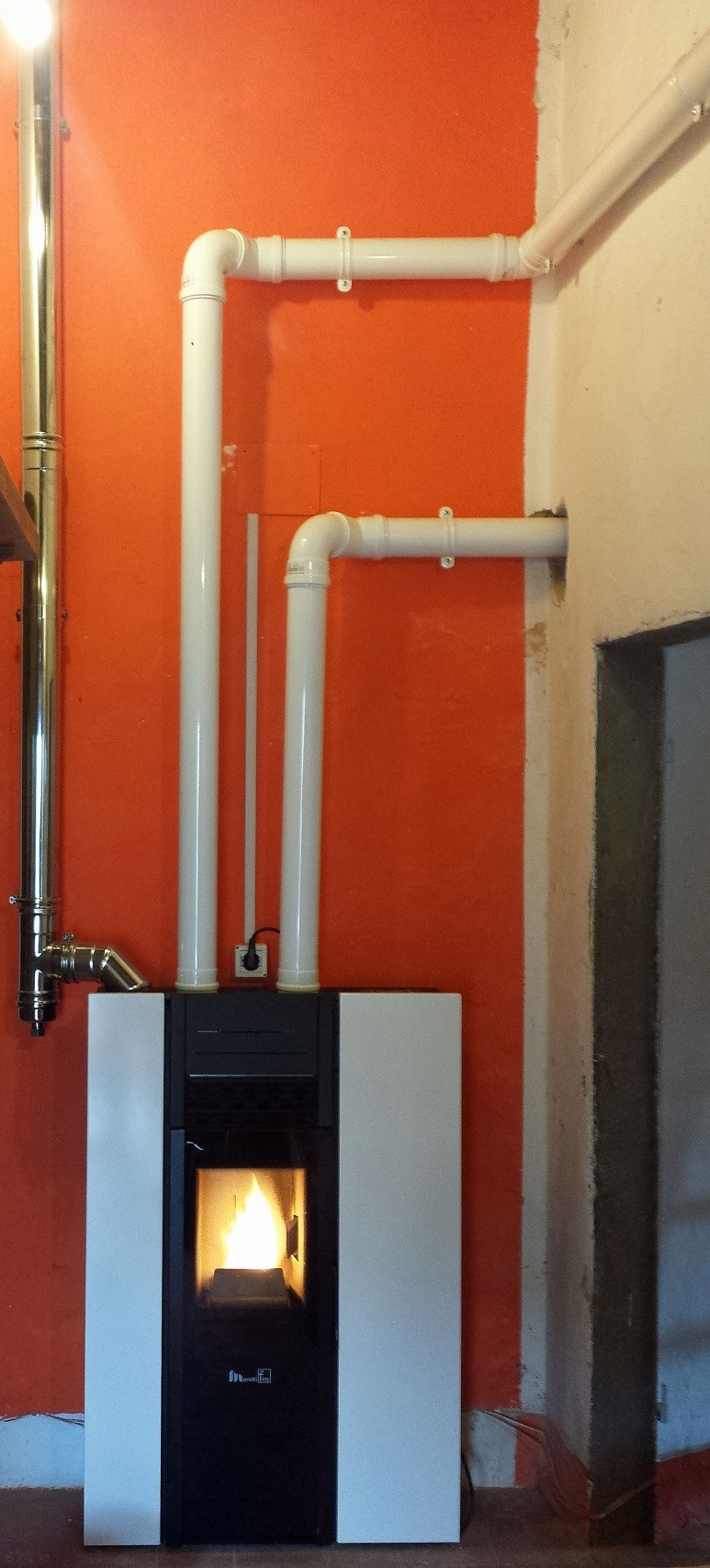 Stufa a pellet slim canalizzata ecohabitat impianti - Stufa a pellet aria canalizzata ...